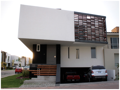 R//B House